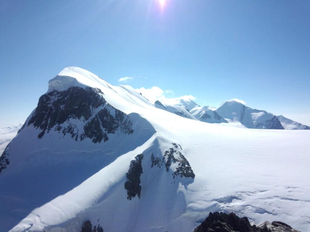 氷河トレッキングと4000m峰 アレッチ氷河とブライトホルン登頂9日間