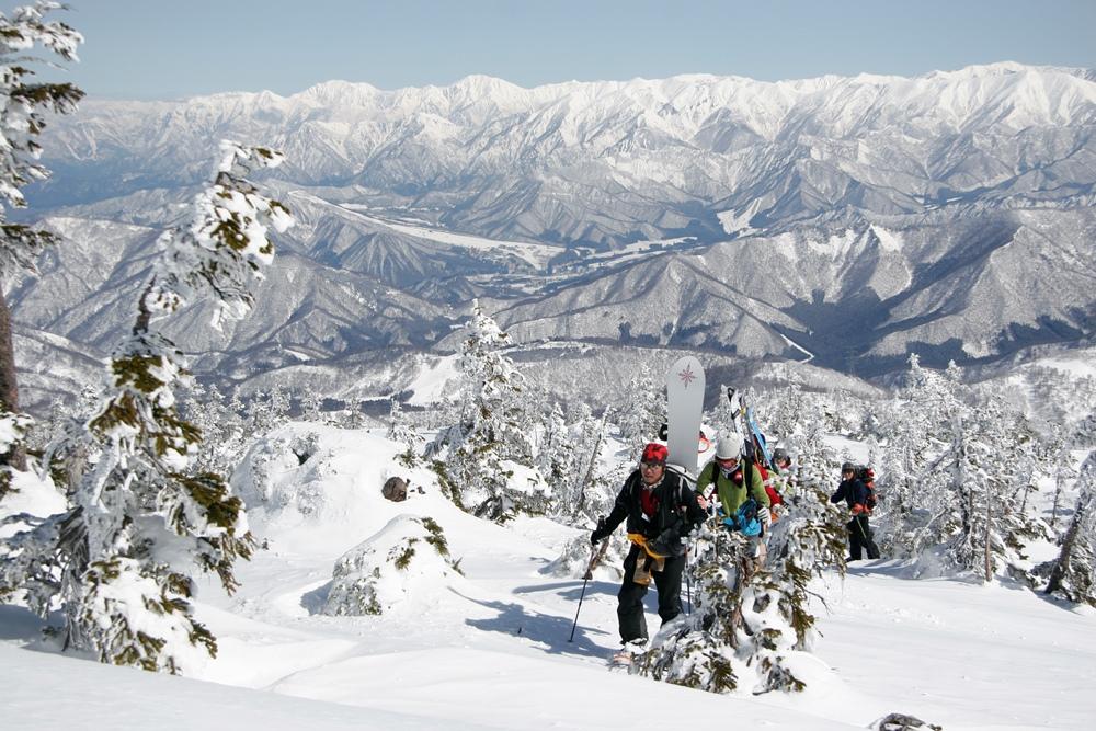 「かぐら・初滑りBCツアー」