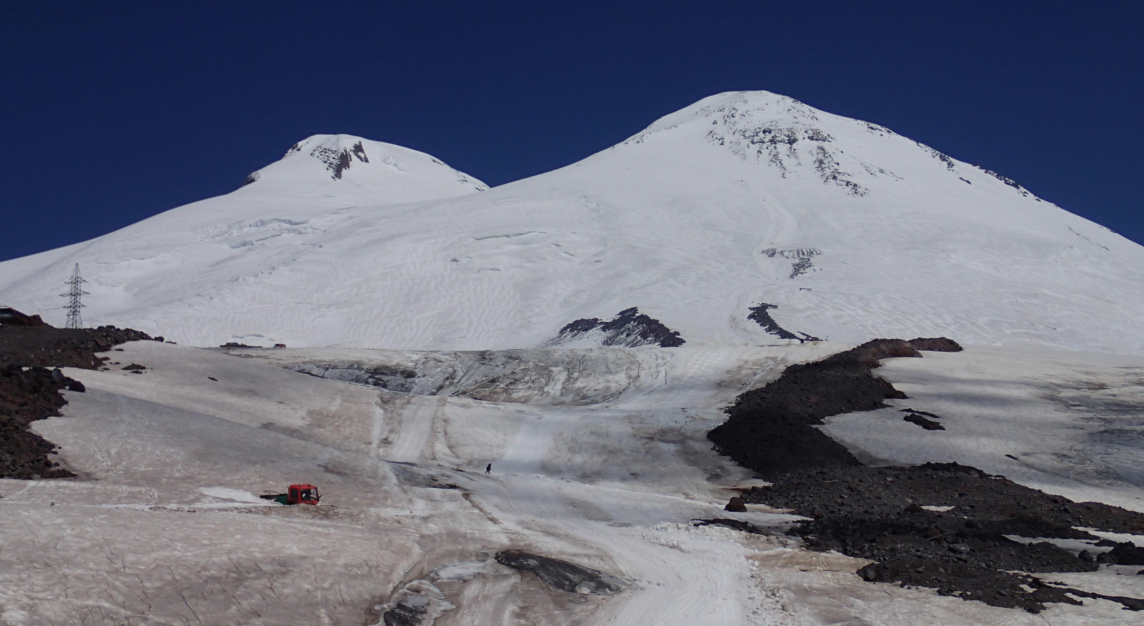 ロシア/エルブルース(5,642m)登頂&滑降10日間