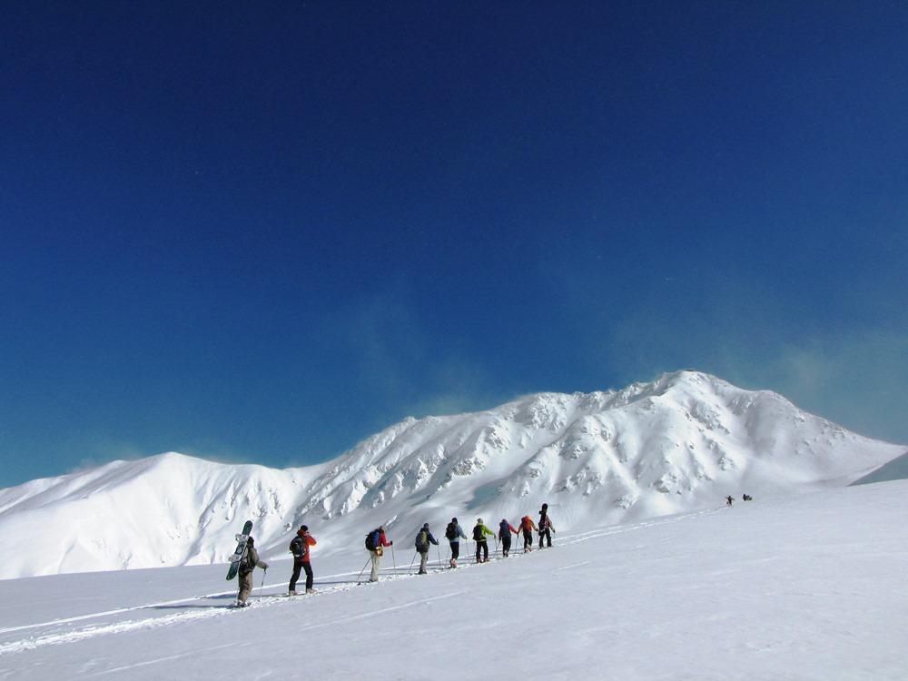 「立山・初滑りツアー 最終週末」